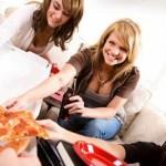 women-pizza