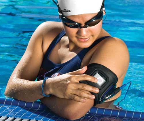 H2O_Audio_WaterproofArmbands_swimmer