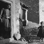 Μέτσοβο, 1913 (Προσέξτε το χαμόγελο και το νάζι του μικρού κοριτσιού)