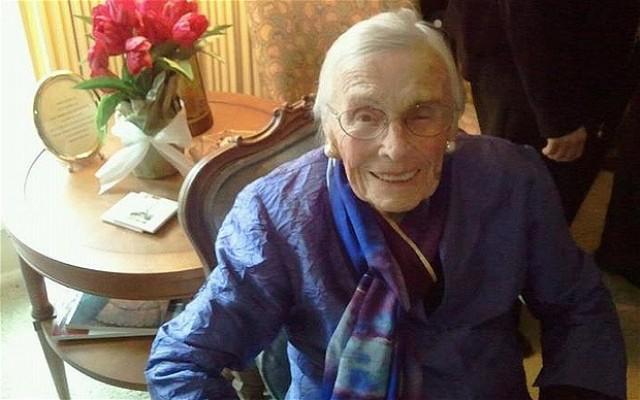 Δείτε την γηραιότερη χρήστη του Facebook ηλικίας 101 ετών