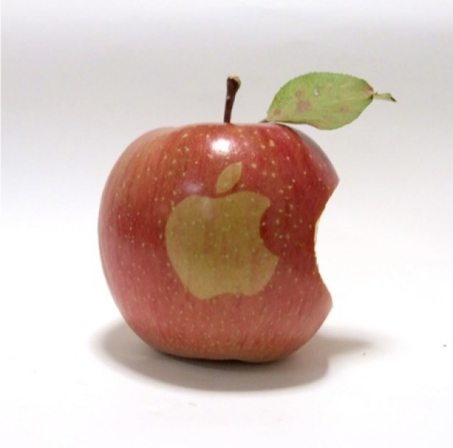 Apples-with-apple-logo-01