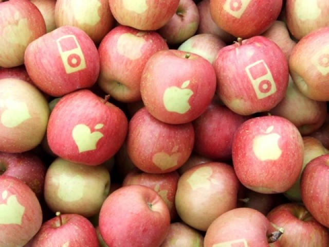 Apples-with-apple-logo-05