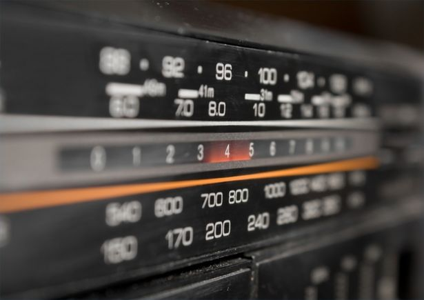 article-new_ehow_images_a00_3f_b8_strengthen-fm-radio-800x800