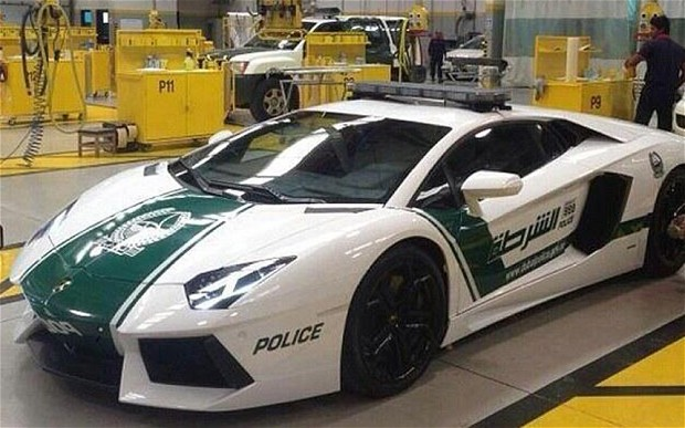 Lamborghini-Aventador-Dubai-Police-01