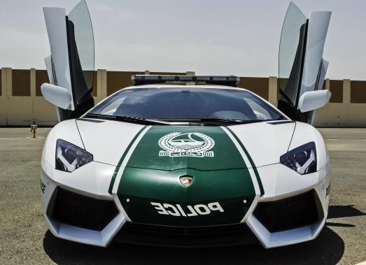 Lamborghini-Aventador-Dubai-Police-02