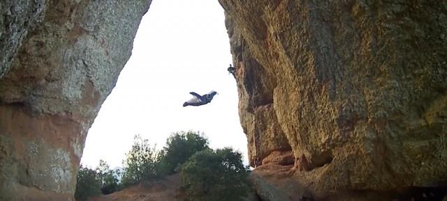 Unbelievable-Wingsuit-Cave-Flight-Batman-Cave-Alexander-Polli