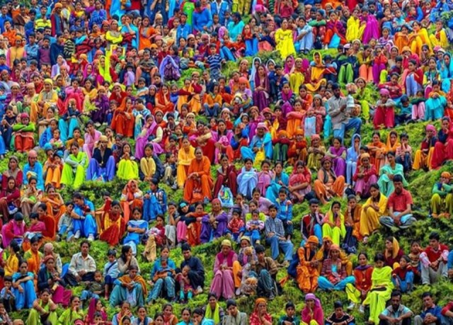 colorfoul crowd