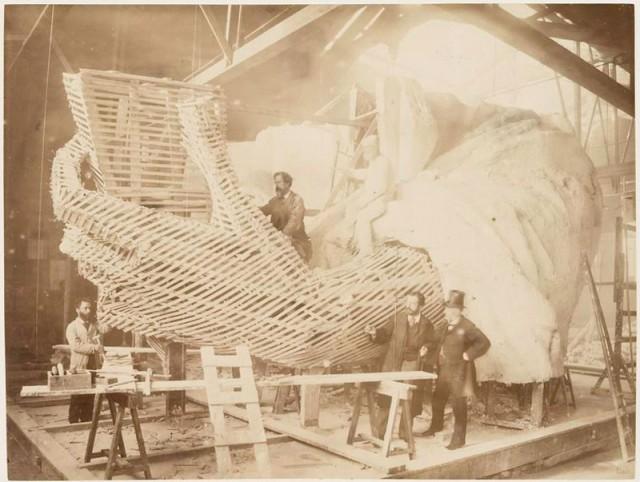 rare-photos-statue-of-liberty-under-construction-1883-5