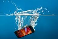 Τι να κάνετε αν η συσκευή σας πέσει στο νερό!