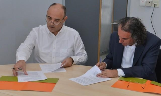 Ο Διευθυντής Καινοτομίας & Ανάπτυξης Υπηρεσιών της Cyta,  κ Μιχάλης Παπαδόπουλος  και ο Πρόεδρος του Τμήματος Πληροφορικής του Πανεπιστημίου Κύπρου, καθηγητής Μάριος Δ. Δικαιάκος υπογράφουν συμφωνία τεχνολογικής και ακαδημαϊκής συνεργασίας μεταξύ του Πανεπιστημίου Κύπρου (Τμήμα Πληροφορικής) και της Cyta.