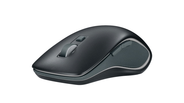 logitech-wireless-m560-1