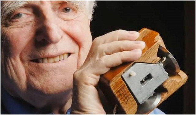 douglas-engelbart-mouse-the-mother-of-all-demos