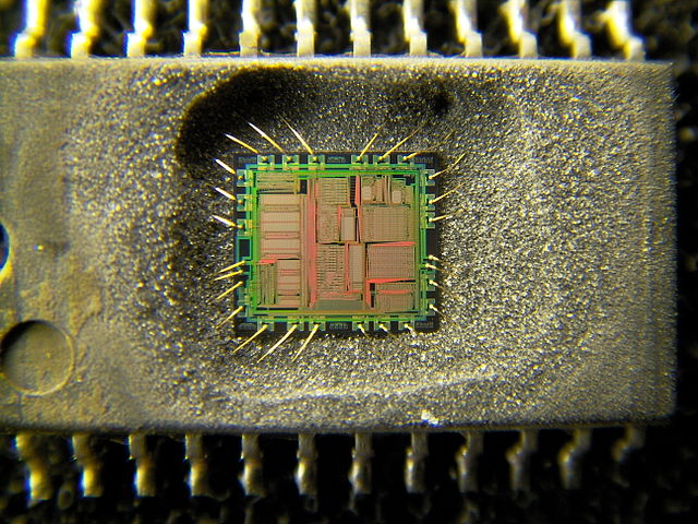 640px-Yamaha_YMF262_audio_IC_decapsulated