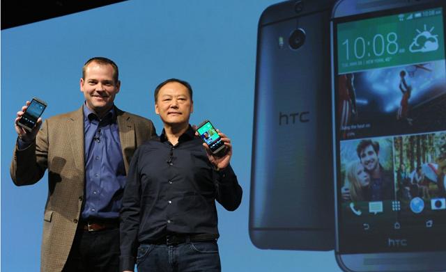 Ο Jason Mackenzie, Πρόεδρος της HTC America με τον Peter Chou, CEO της ταϊβανέζικης εταιρείας, στο event παρουσίασης του HTC One (M8) στη Νέα Υόρκη.