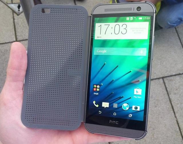 Το νέο HTC One (M8) στα χέρια του Δημήτρη Σκιάννη του digitallife.gr από το event παρουσίασης του στο Λονδίνο