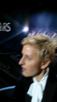 degeneres-blurry-selfie
