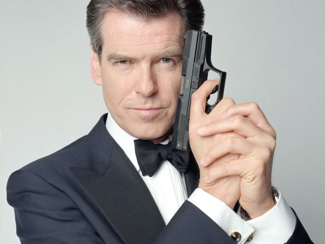 Pierce-Brosnan-pierce-brosnan-9651875-1600-1200
