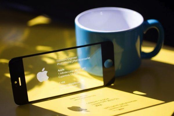 apple-engineer-business-card-iphone