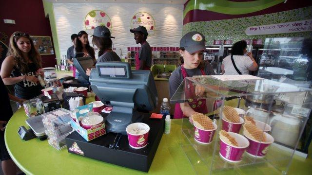 frozen-yoghurt-store