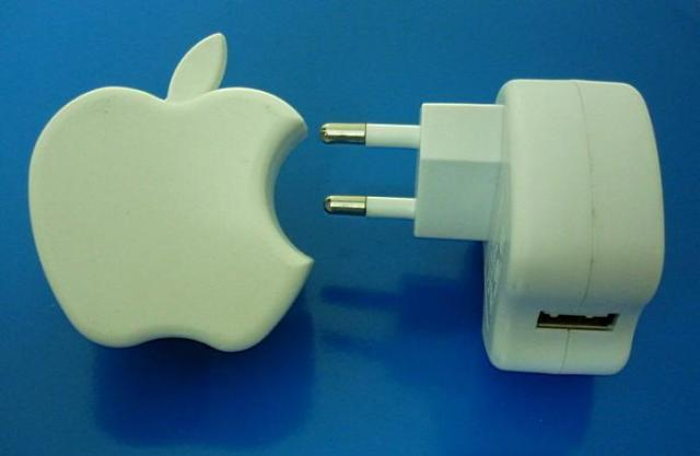 Apple_USB_charger_for_iPhone_iPhone_3G_3GS_iPod_Classic_Touch_Nano