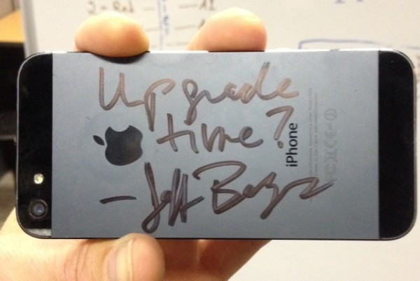 bezos-autograph-iphone
