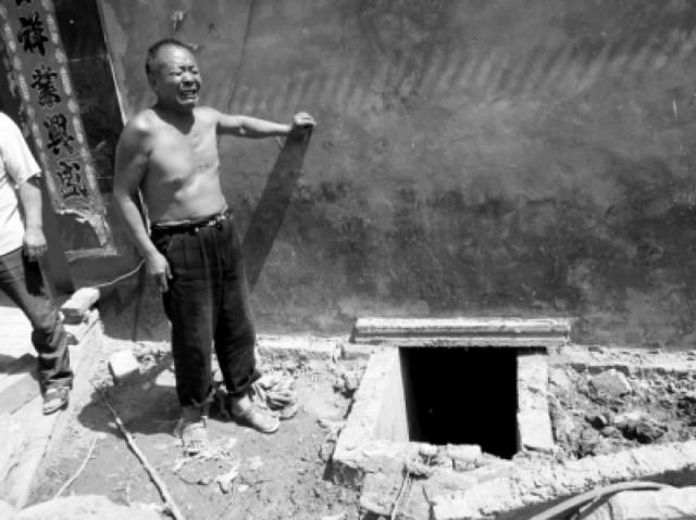 toilet-china-phone-rescue