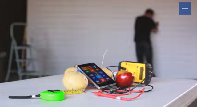 Nokia Lumia 930 organic wireless charging experiment