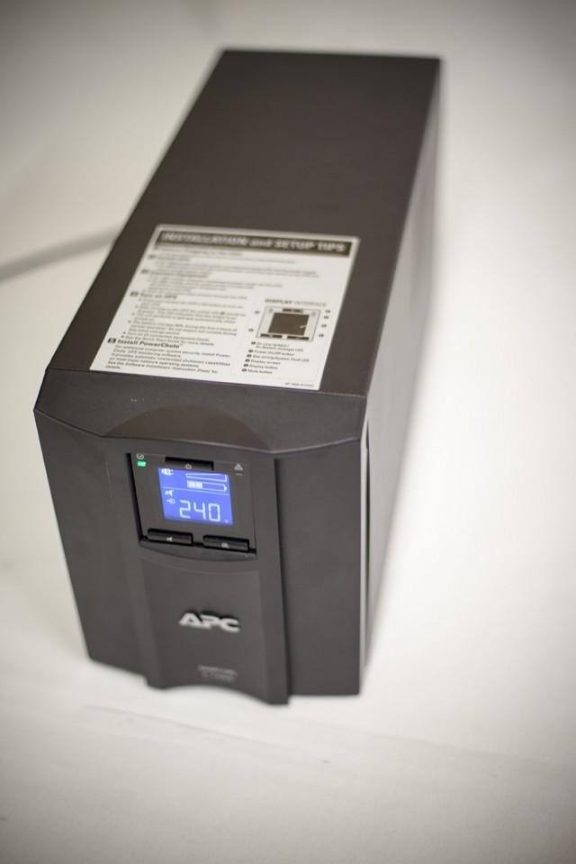 Smart-UPS C 1500VA (2)