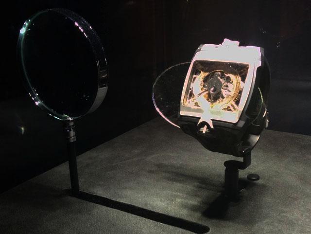 """Ένα αντίγραφο του Μηχανισμού των Αντικυθήρων, κατασκευασμένο από την Ελβετική Ωρολογοποιία Hublot, δίνει το """"παρών"""" στην περιοδική έκθεση στο Εθνικού Αρχαιολογικού Μουσείου της Αθήνας."""
