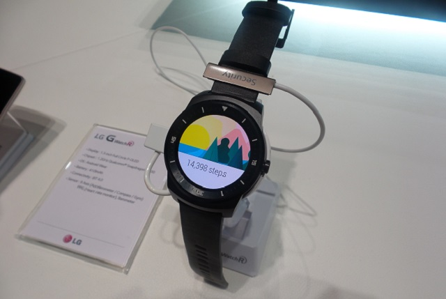 LG G Watch R hands-on 01