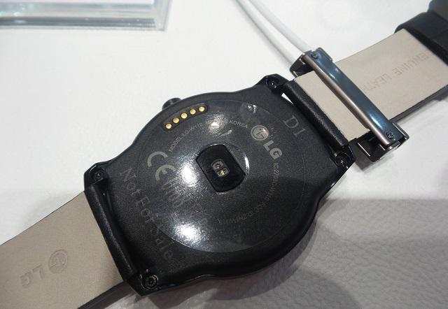 LG G Watch R hands-on 03