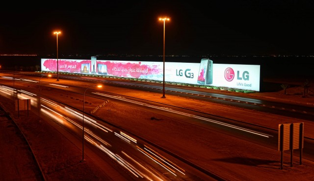 LG-sets-Guinness-World-Record-with-this-gigantic-G3-ad (2)
