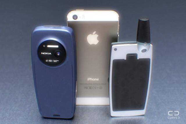 Nokia-3310-Ericsson-T28-smartphone-02