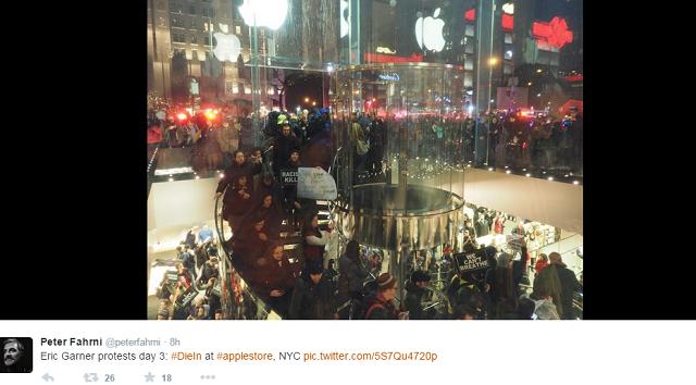 apple-store-5th-Avenue-Protesters2