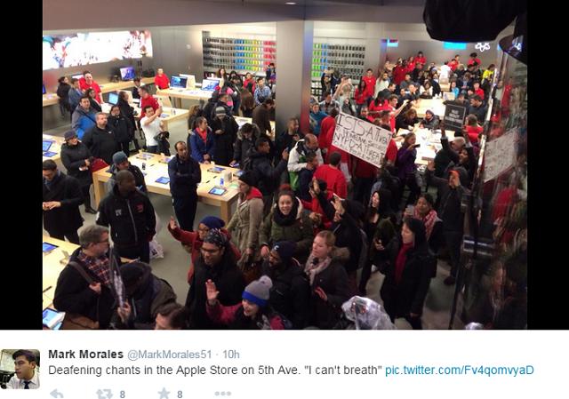 apple-store-5th-Avenue-Protesters4