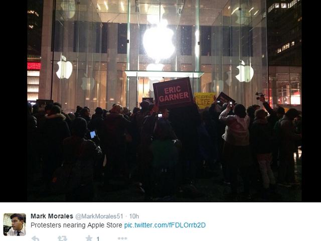 apple-store-5th-Avenue-Protesters5
