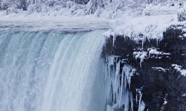niagara-falls-frozen-2