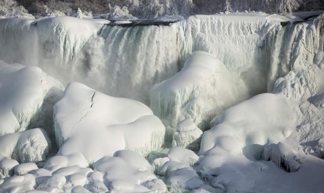 niagara-falls-frozen-3