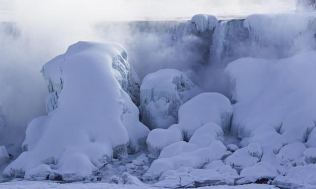 niagara-falls-frozen1