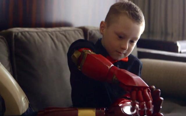 robert-downey-bionic-arm