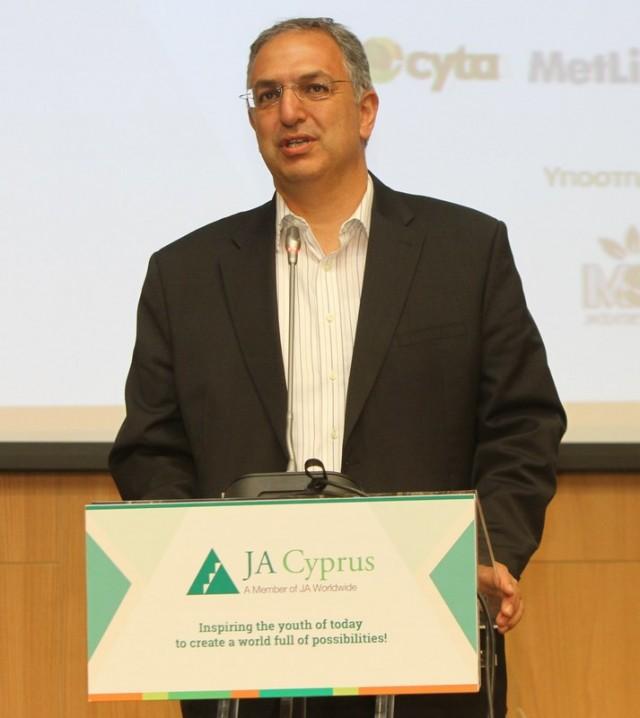 Ο Yπουργός Παιδείας και Πολιτισμού, Δρ. Κώστας Καδής χαιρετίζει την εκδήλωση