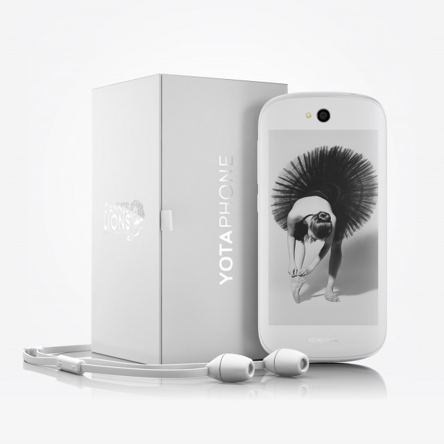 YotaPhone 2 03