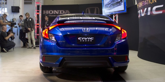 2016_Civic_Coupe_03