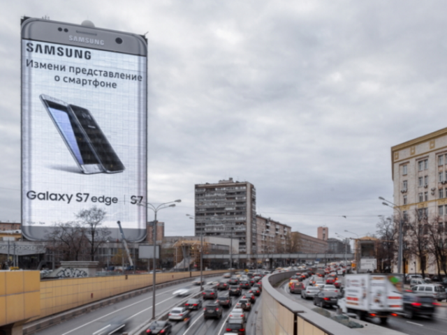 Heavy-auto-traffic-sees-the-billboard-during-the-day
