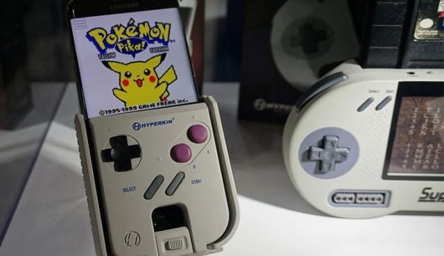Κι όμως… το Smart Boy, η θήκη που μετατρέπει το smartphone σας σε Game Boy είναι… πραγματική! Hyperkin-Smart-Boy-2-640x369