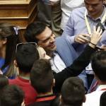 Ο πρωθυπουργός Αλέξης Τσίπρας βγάζει φωτογραφίες με έφηβους βουλευτές κατά τη διάρκεια συνεδρίασης της Βουλής των Εφήβων, στην Αθήνα Δευτέρα 11 Ιουλίου 2016. Η Βουλή των Εφήβων είναι ένα εκπαιδευτικό πρόγραμμα της Βουλής των Ελλήνων, το οποίο λειτουργεί από το σχολικό έτος 1995-1996 και απευθύνεται στους μαθητές όλων των σχολείων της χώρας, του απόδημου ελληνισμού και της Κύπρου.  ΑΠΕ-ΜΠΕ/ΑΠΕ-ΜΠΕ/ΓΙΑΝΝΗΣ ΚΟΛΕΣΙΔΗΣ