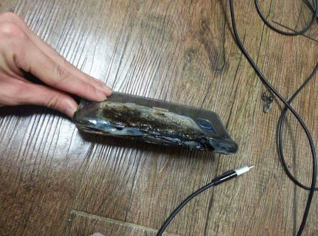 Galaxy Note 7 explodes3
