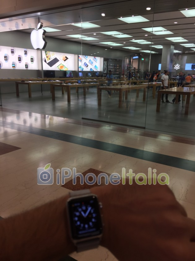 small-line-builds-in-front-of-apple-store-in-italy3