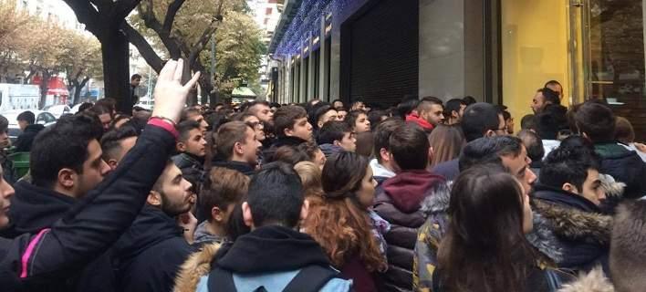 Black Friday στην Ελλάδα. Ουρές έξω από τα καταστήματα που κάνουν προσφορές! 8277303c024