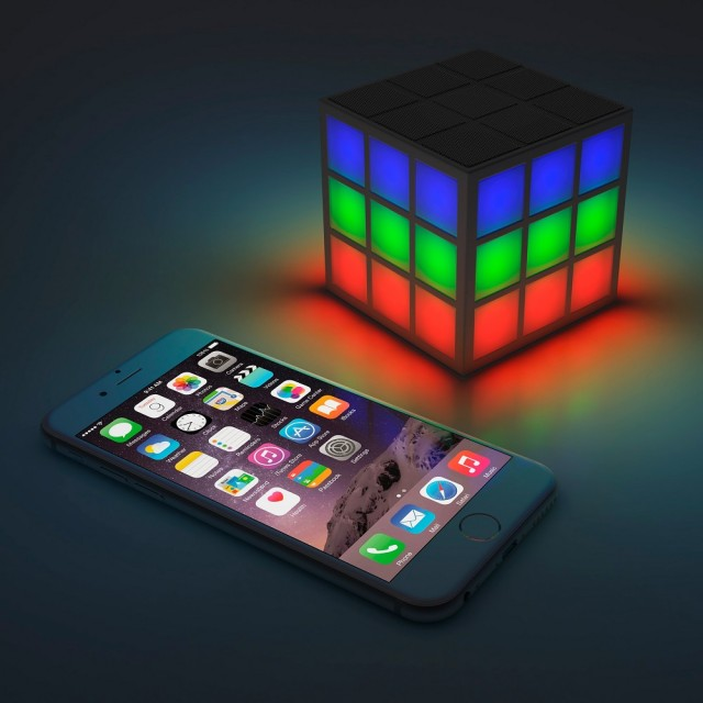 portable-bluetooth-led-speaker-rubiks-soundcube_02